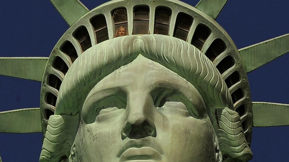 Besaby 125 a os para la estatua de la libertad for Interior estatua de la libertad