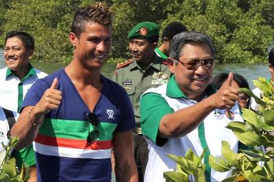 Foto Cristiano Ronaldo Duta Mangrove Bali Indonesia