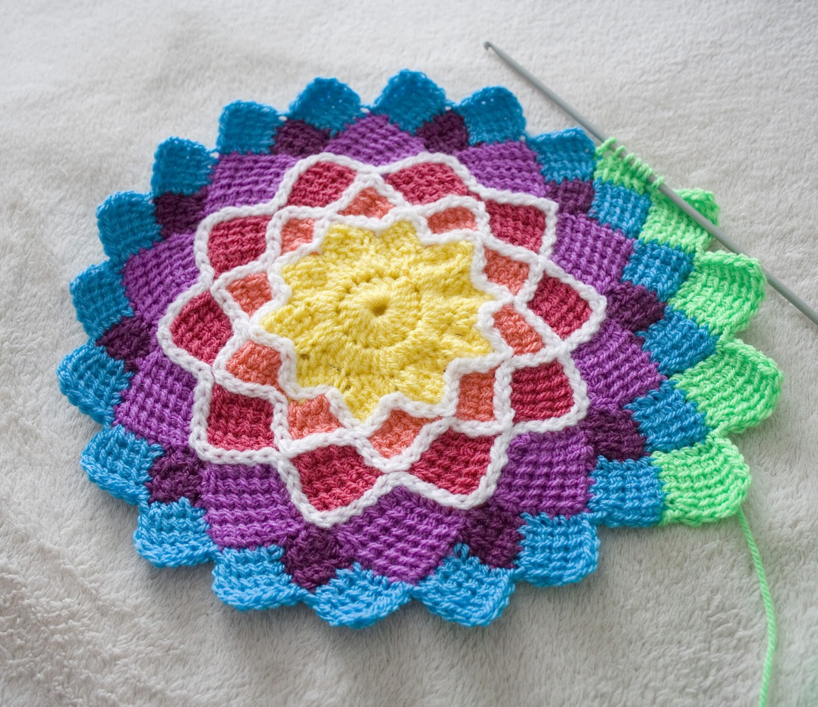 Crochet Patterns In The Round : Hazels Crochet: Sunny Daze Flower