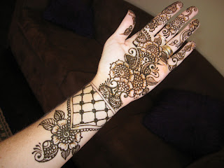 A Mehndi Design that can be used on Eid Diwali and Marriage, Mehndi Design for Dulhan and Bride