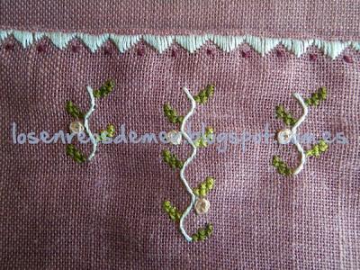 Detalle del bordado del costurero La Rose