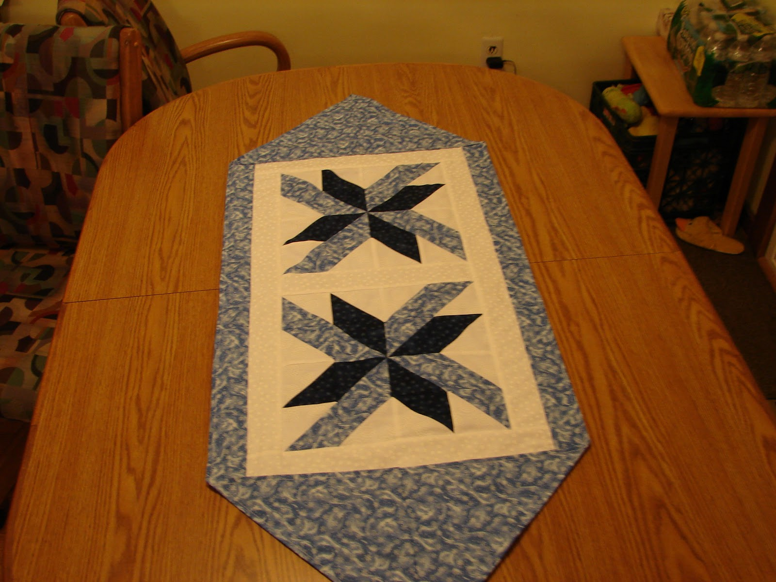 Selina quilts the 10 minute table runner for 10 min table runner