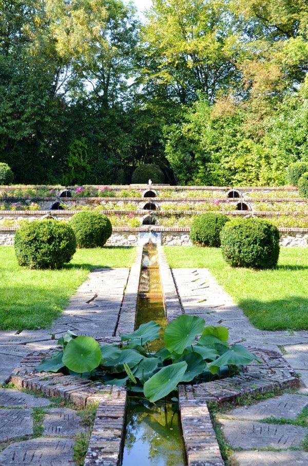 Art et glam le parc boussard lardy un jardin de style for Art deco jardin