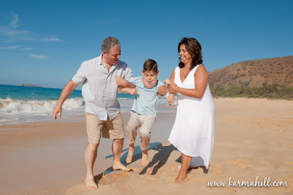 Hawaii Beach Family Portrait Ideas http://www.mauiphotographerblog.com/2013/01/maui-family-portraits-ruggieri-family.html