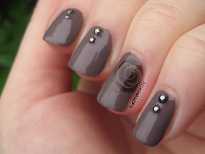 Essie Merino Cool Neutral Nude Taupe Swatch