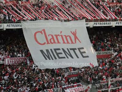 River Plate Los Borrachos del Tablon Bandera Clarin Miente