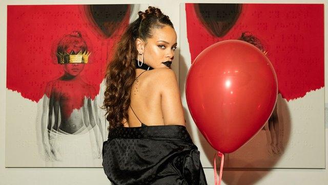 Rihanna envía pistas a sus seguidores que conducen a las cajas y les hace llamadas telefónicas.