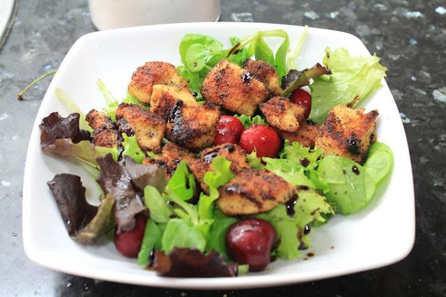 ensalada de pollo con cerezas