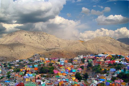 Kota-Kota Unik didunia Dengan Bangunan Berwarna Warni