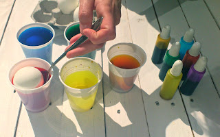 coloreando huevos de pascua