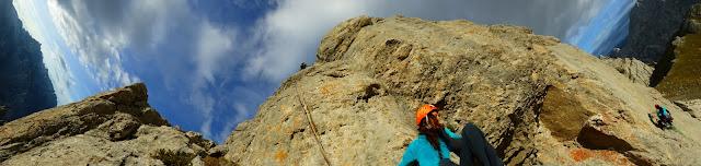 Fatima Gil, Lara Molina escalando Australian crack en Collado Jermoso