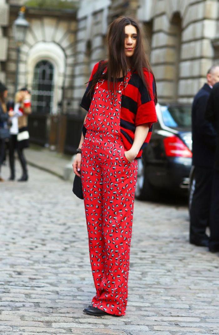 roupas femininas. moda feminina, roupas da moda, jardineira, jardineira vermelha