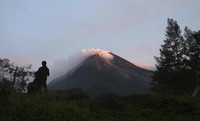 Indonesia volcanic eruption Mount Merapi spews lava, superheated gas; at least 122 dead