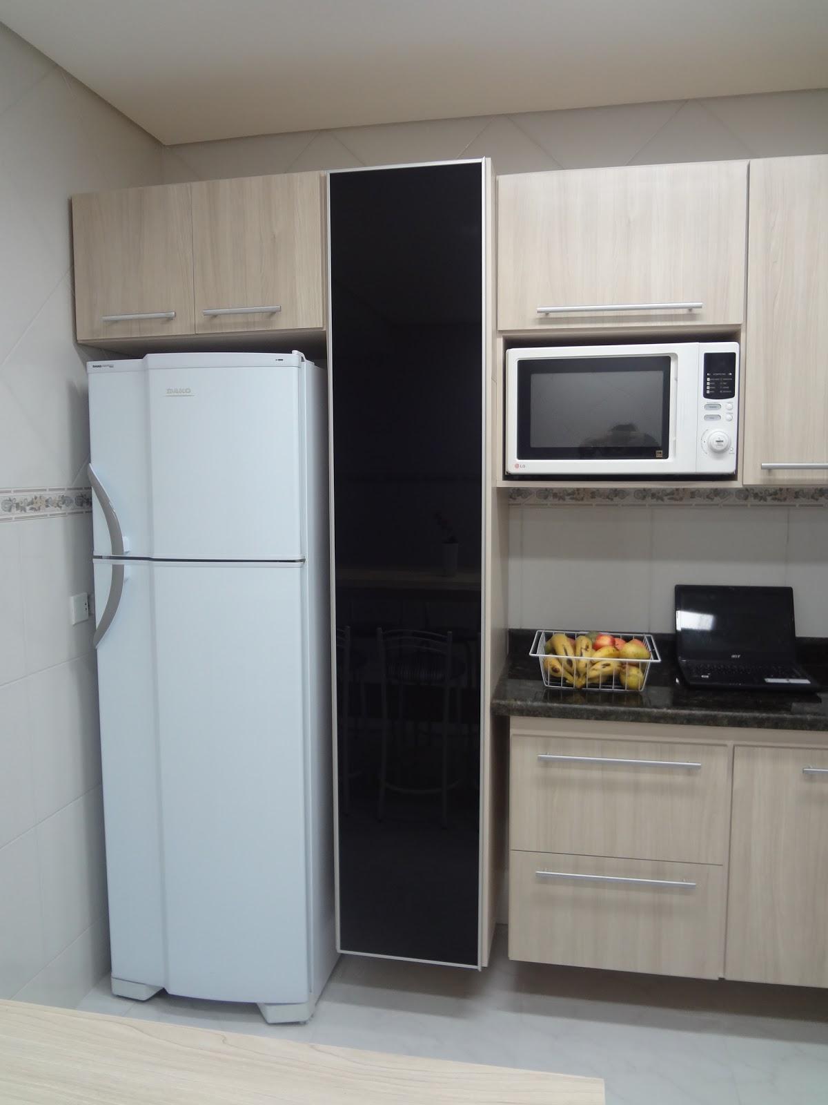 #6B5F4D  de Utensílios (esse ano) e persiana (ano q vem) mas eu já gopsto 1200x1600 px armario de cozinha de madeira com porta de vidro @ bernauer.info Móveis Antigos Novos E Usados Online