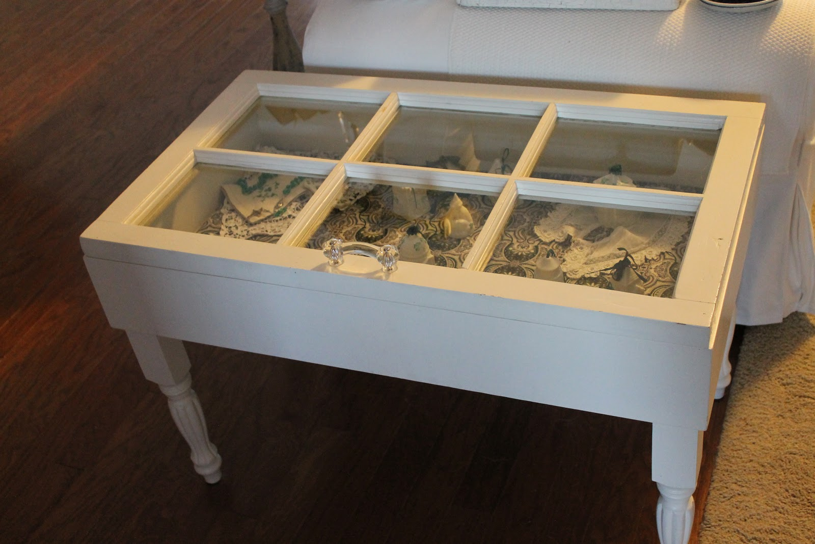 Dens gens creatifs beleek in shadow box coffee table for Showcase coffee table