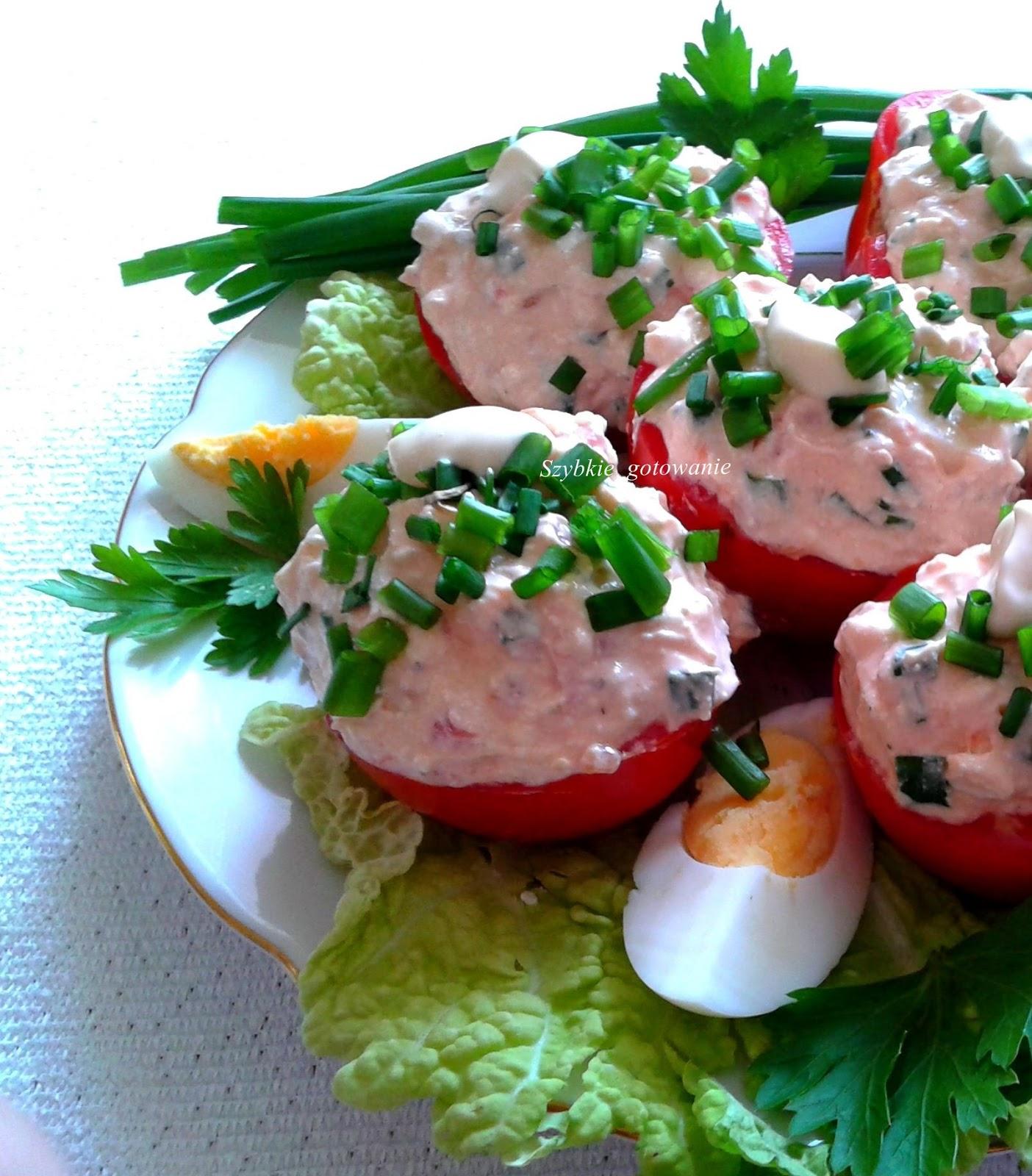 szybka przekąska z pomidorów z  pastą serową