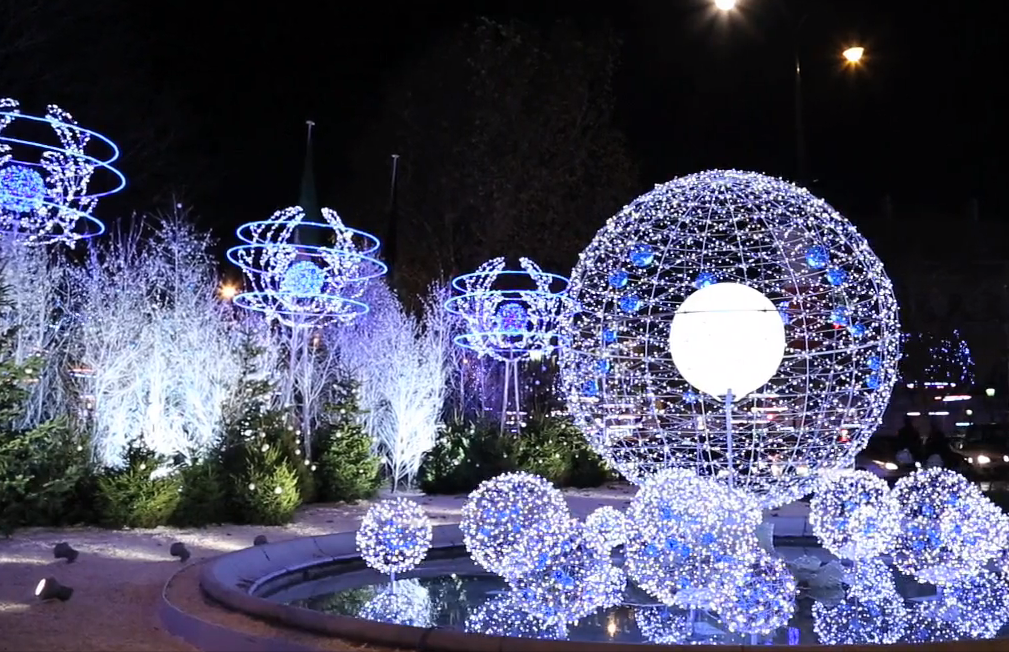 Esther paris paris illuminations 2013 christmas lights - Illumination de paris ...