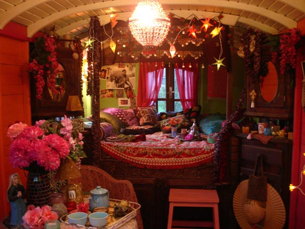 Liz blair 39 s art design and fashion gypsy caravan for Gypsy designs interior decorating