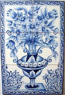 Ceramica materiale decorativo che comprende svariati oggetti come piastrelle per interni oppure vasi,stovigli ecc.