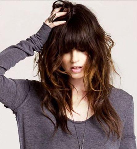 gaya rambut layer berponi wanita