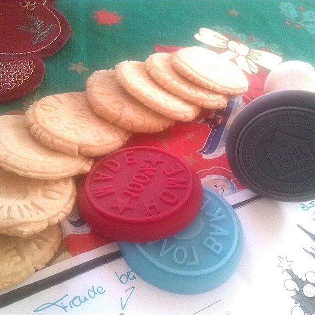 Kekse gestalten mit einem Prägeset