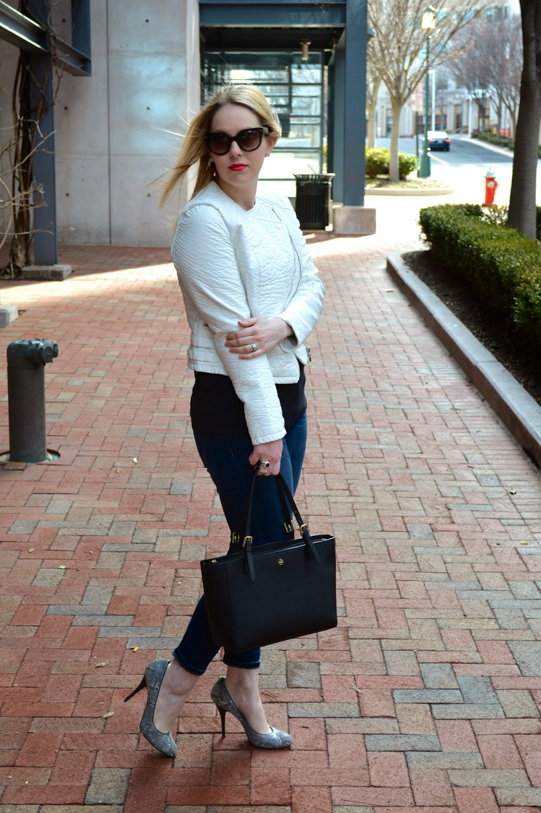 black-and-white-casual-look