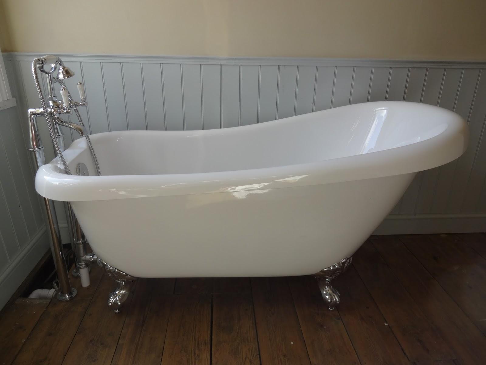 Beautiful Winchester Small Slipper Bath