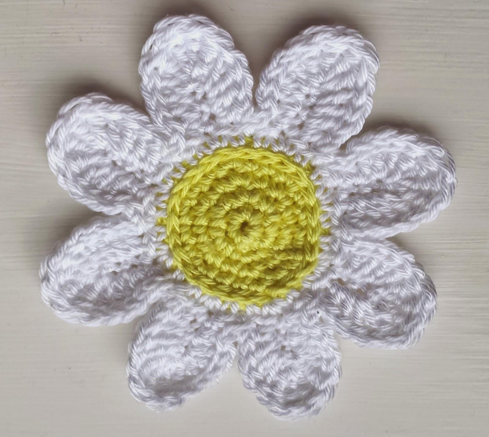 Craigloves2crochet how to crochet a trio of daisies centre of daisy using yellow yarn izmirmasajfo