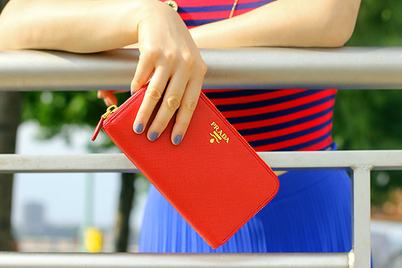 Red Prada Saffiano Oro Wallet