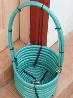 http://www.todomanualidades.net/2014/01/como-hacer-cesto-reciclado-manguera/