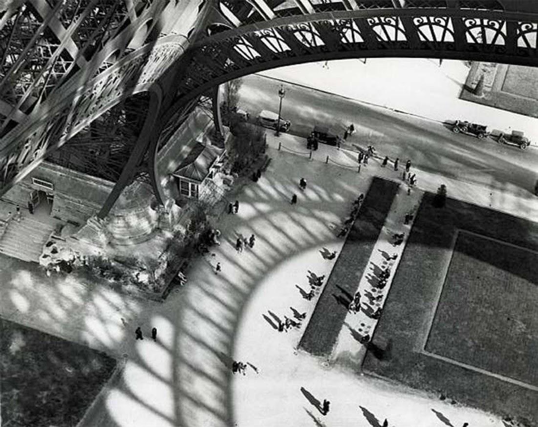 Brassaï, Sotto la Tour Eiffel