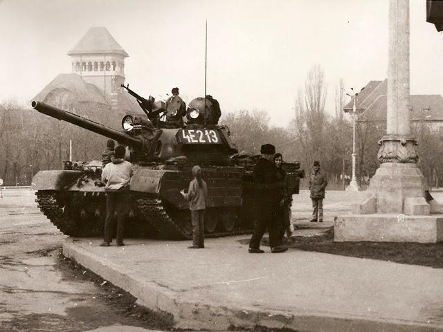 Tanque TR-85 durante la Revolución Rumana de 1989.
