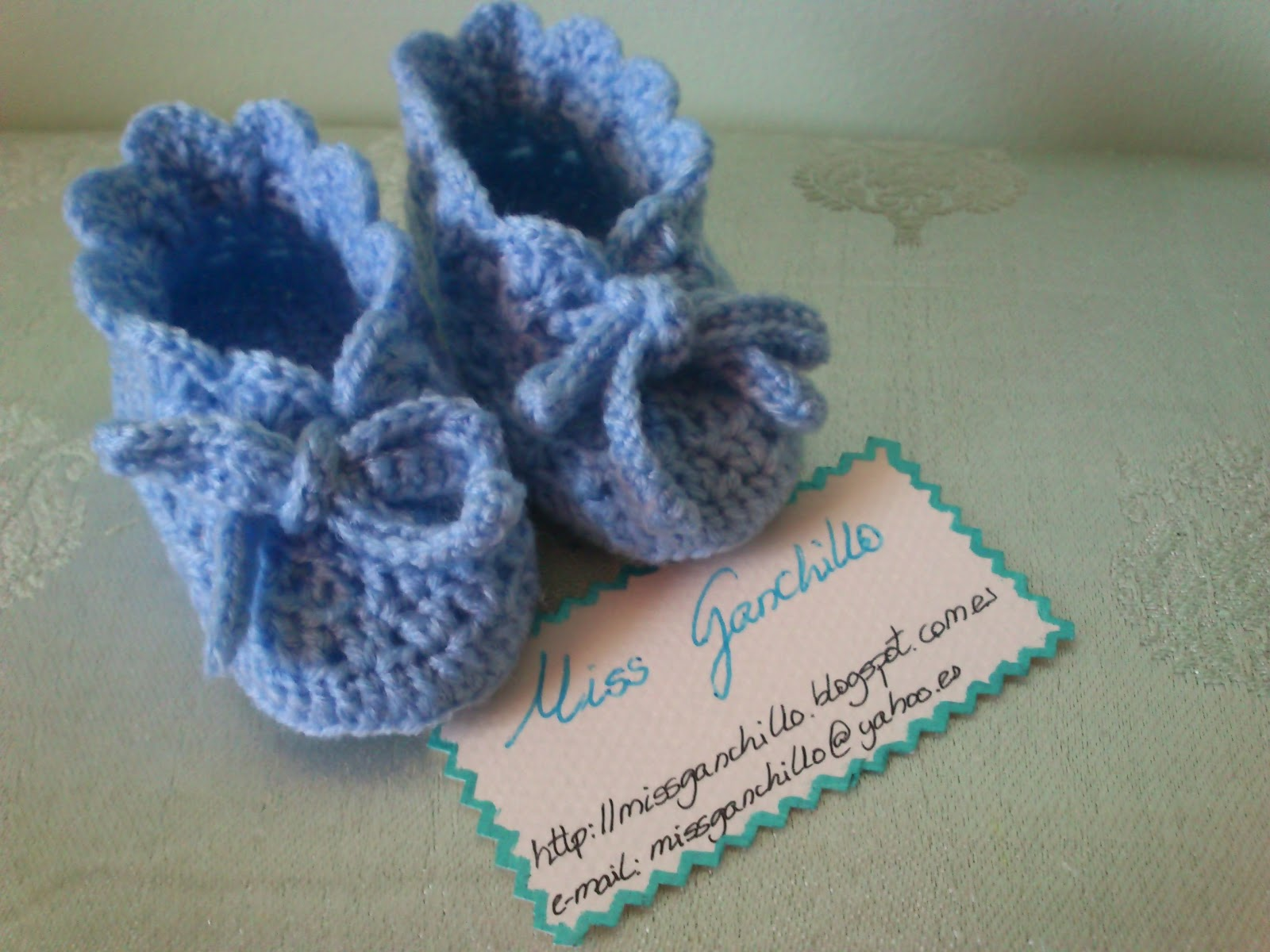 Crocheting Pronunciation : Zapatos patucos bebE ganchillo o crochet Miss Ganchillo y Crochet