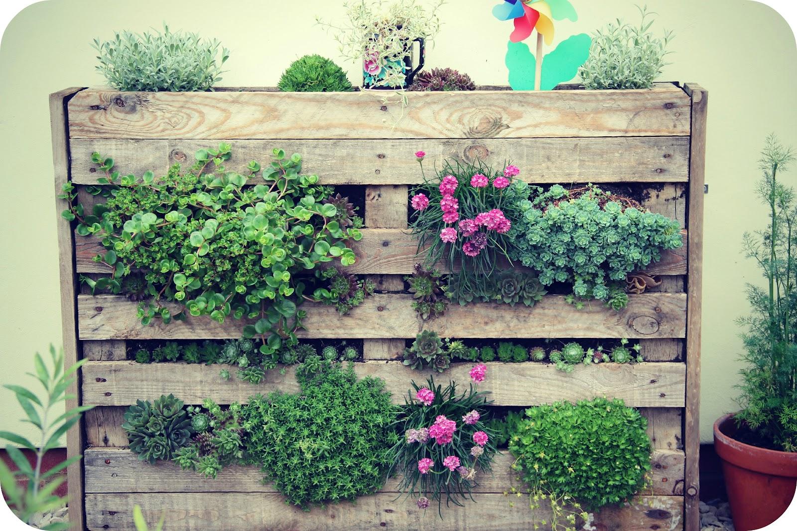 Ящики для цветов из поддонов своими руками 26