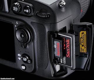 kamera nikon DSLR dengan dua kartu memori