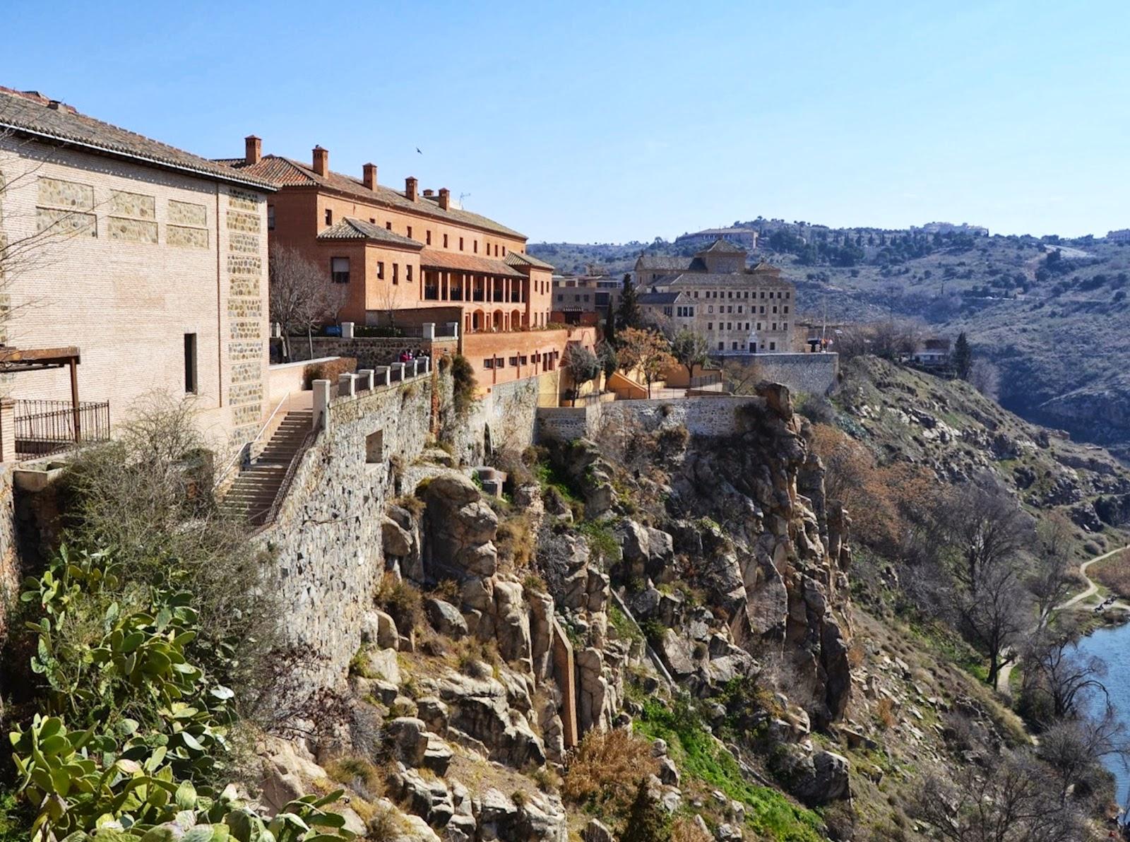 Buscando montsalvatge toledo sinagoga vieja for Roca toledo