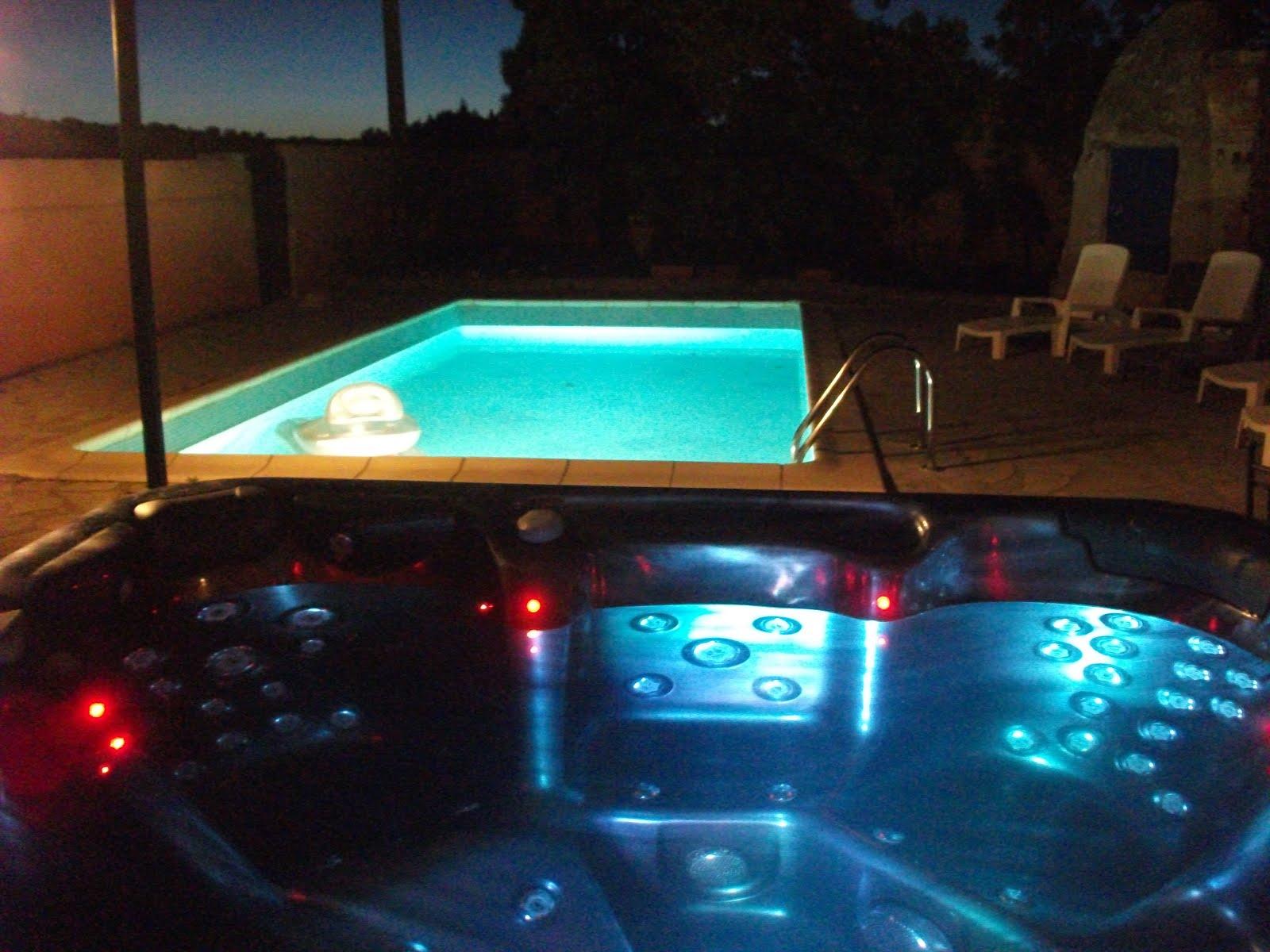 Villa olivier - spa et piscine la nuit