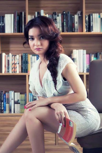 Foto Hot Model Cantik Dan Sexy Majalah Male, Ayumi - Ada Yang Asik