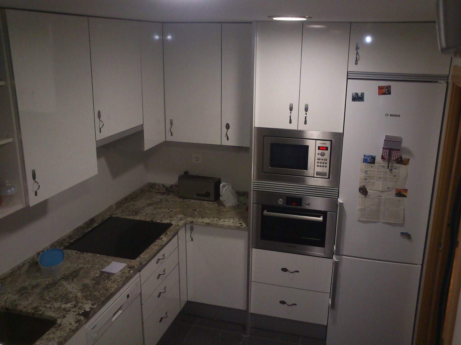Sergio vivas carpintero colocaci n de cocina blanca for Muebles de cocina huesca