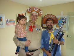 Comandante do sertão do Pajeú, Dr. Nelson Tadeu ao lado do artísta plástico.