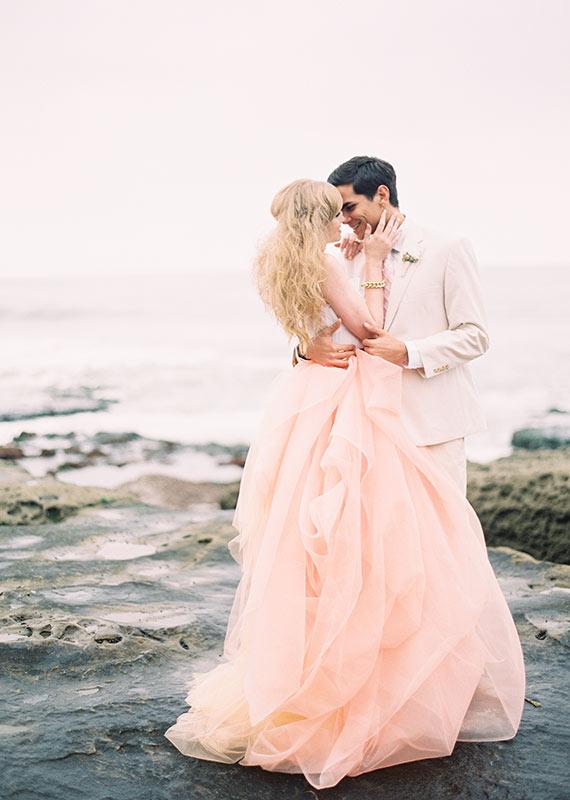 adoro las bodas: vestidos de novia en color pastel