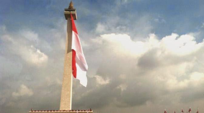 Hari Bela Negara - Ade Rai Pimpin Upacara, Bendera Merah Putih Terbesar Dikibarkan di Monas