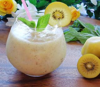Cách làm sinh tố kiwi thơm mát, đẹp da5
