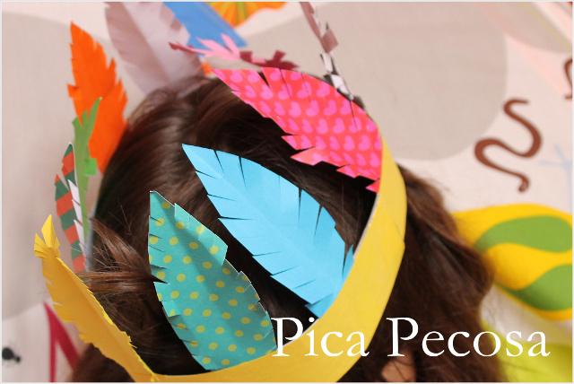 Haz un tocado indio con cartulina y plumas de papel pica for Manualidades con plumas