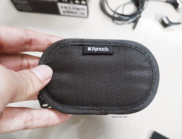 I love this zippered carrying pouch of the Klipsch R6i