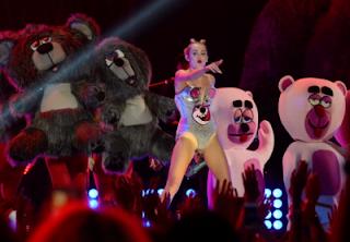 Miley Cyrus VMAs Backup