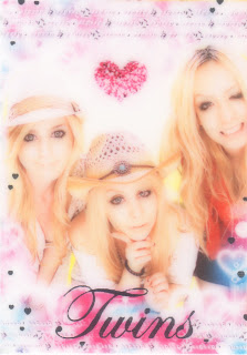 blonde girls purikura