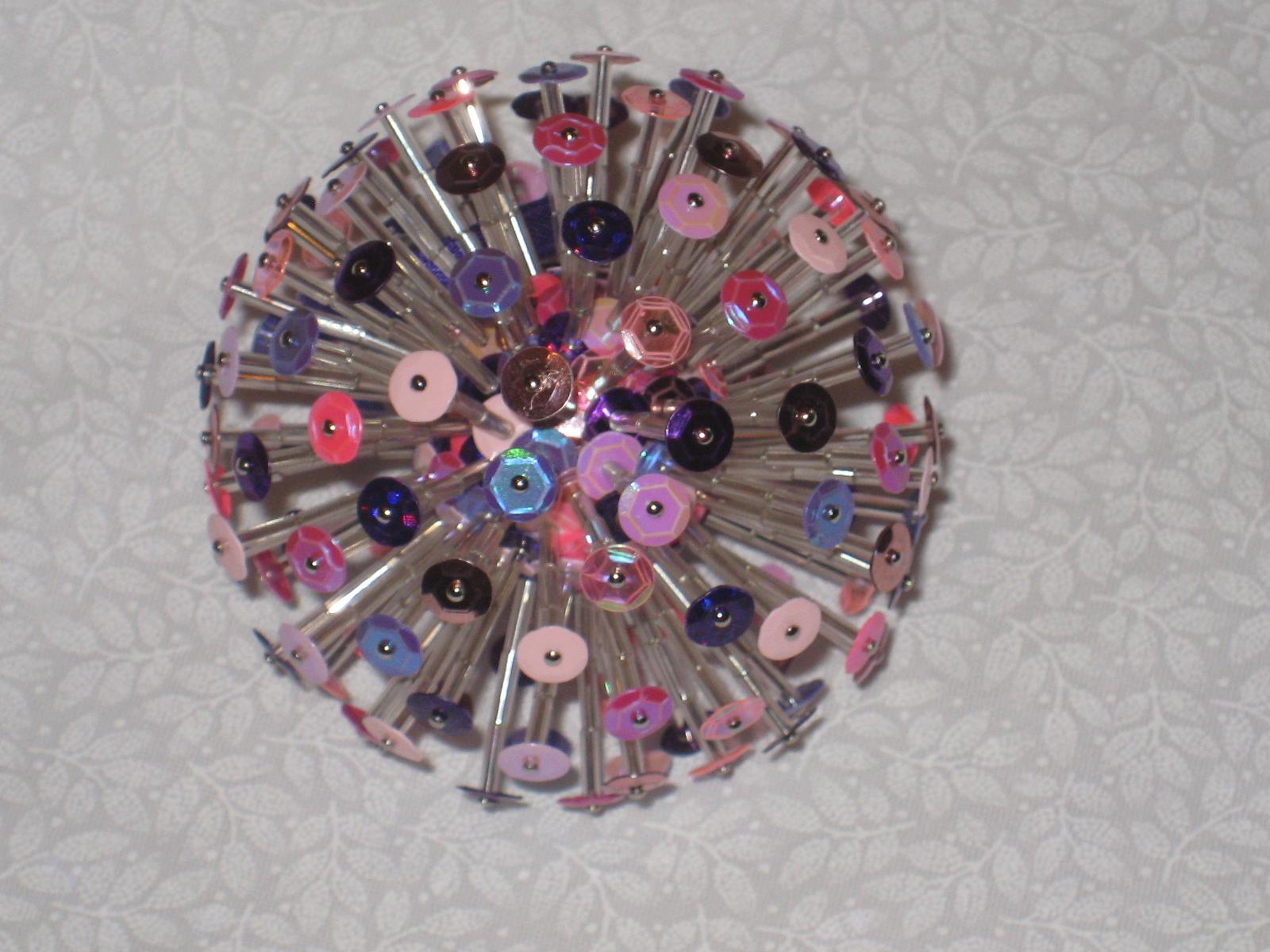 Estas preciosas bolas hechas de lentejuelas.