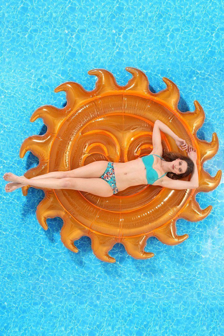 Flotadores_de_moda_para_la_piscina_y_la_playa_The_Pink_Graff_07