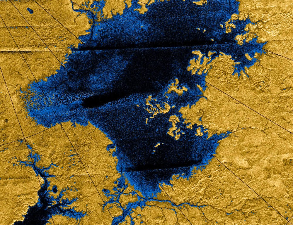 Lago en el norte de Titán. Imagen tomada por Cassini